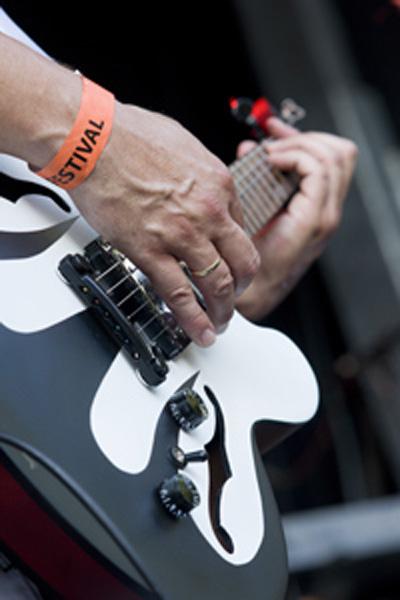 diversen_trademark_gitarist_epop2011